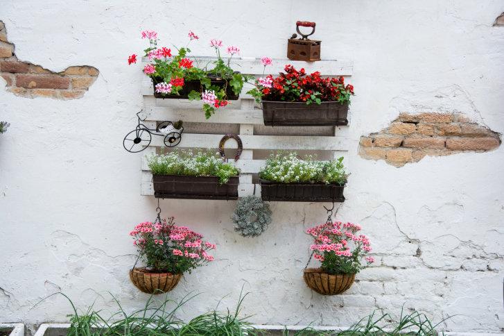 Idee di riciclo creativo come trasformare il giardino for Arredare il giardino fai da te