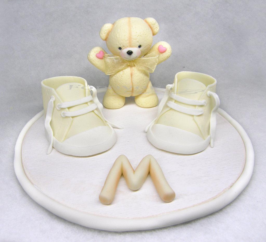 Cake topper con scarpine e orsetto con iniziale o nome intero panna beige nascita battesimo