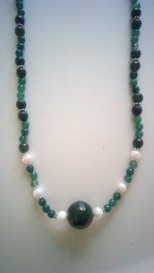 collana lunga pietre verdi e perle barocche