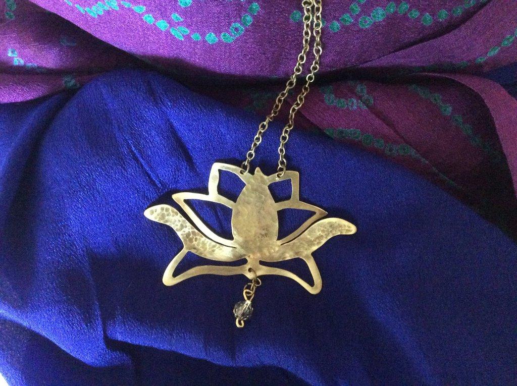 Collana in ottone fiore di loto