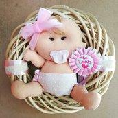 Fioco nascita bebè su ghiranda in vimini , stile romantico