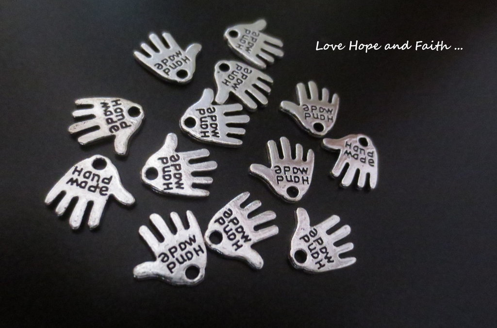 "Charm ciondolo mano ""HANDMADE"" color argento (11mm) (cod. 00496)"