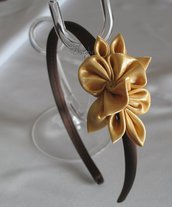 Cerchietto fascinator con decoro floreale Kanzashi