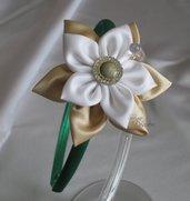 Cerchietto con fiore beige e bianco