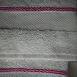 Set di asciugamani da viso più ospite in morbida spugna panna con graziosa decorazione rossa