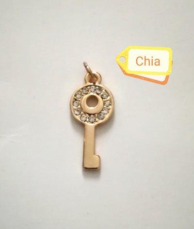 1 charm chiave dorato con strass 30x13mm