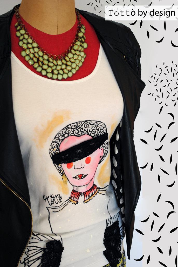 Maglia maniche lunghe pizzo e disegno dipinto a mano, la donna bendata