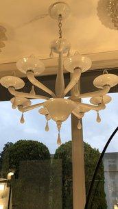 Lampadario in vetro soffiato di Murano, con 8 braccia, color bianco