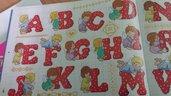 Schema alfabeto natalizio con angioletti, ricamo punto croce