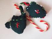 GUANTO verde in lana,maglia.Imbottito,ricamato.Decorazione natalizia.Regalo.Ciondolo per pacco/borsa.Segnaposto-Regalo.Gioco bambini.Inverno