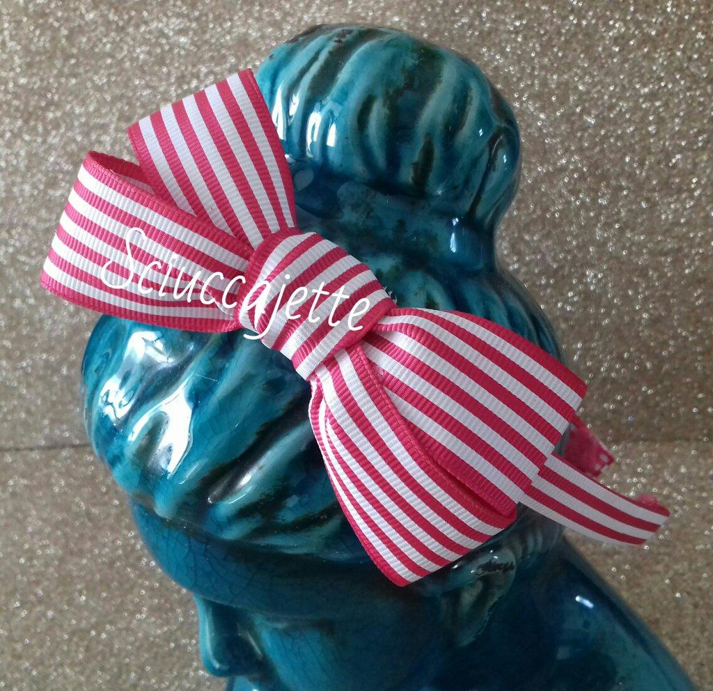 Cerchietto per capelli con fiocco a righe