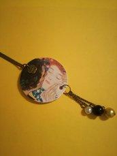 """Collana lunga con ciondolo di carta """"Il bacio"""" di Klimt"""