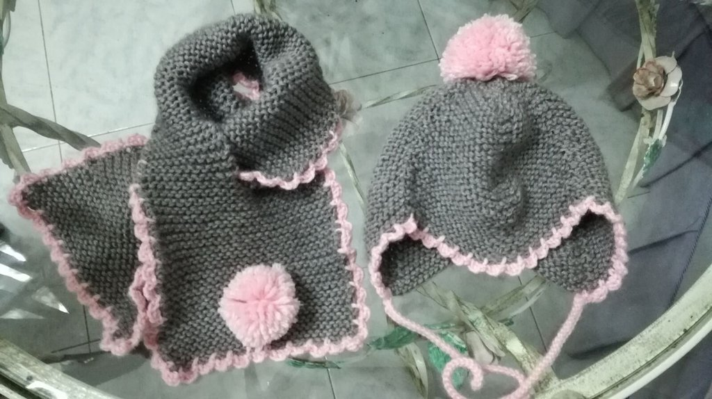 Coordinato cappellino e sciarpa