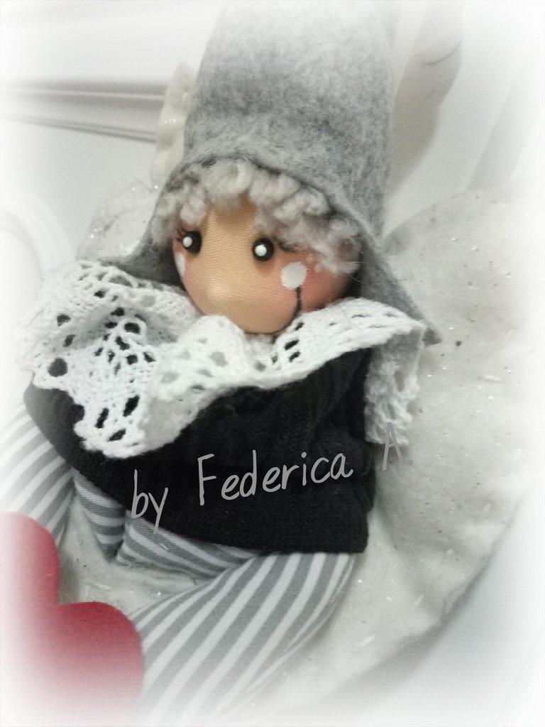 Bambola folletto con cappello - Feste - Idee regalo - di Dalle mani ... 0818839eccbc