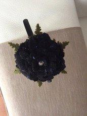 Cerchietto fiore nero cangiante