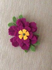 Spilla fiore color ciclamino