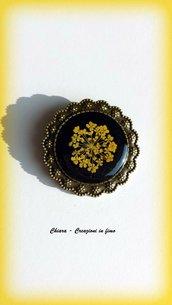 Spilla in resina con fiore Queen Anne's lace giallo, handmade, vintage, etnico, boho, idee regalo per lei, regalo compleanno, Natale