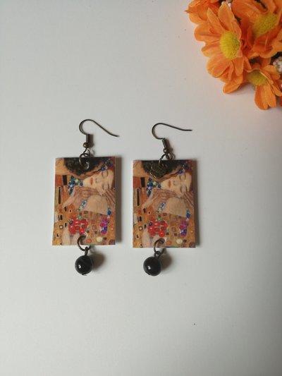 """Orecchini pendenti di carta """"il bacio"""" di Gustav Klimt."""