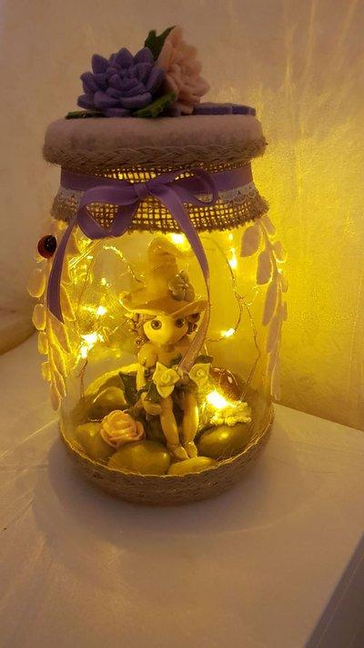lanterna in vetro con folletto
