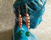 Orecchini molla in allumino color rame e pietre verdi