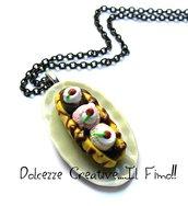 Collana Piatto con Banana split - panna, gelato fragola,  cioccolata, ciliegie - miniature - handmade idea regalo kawaii