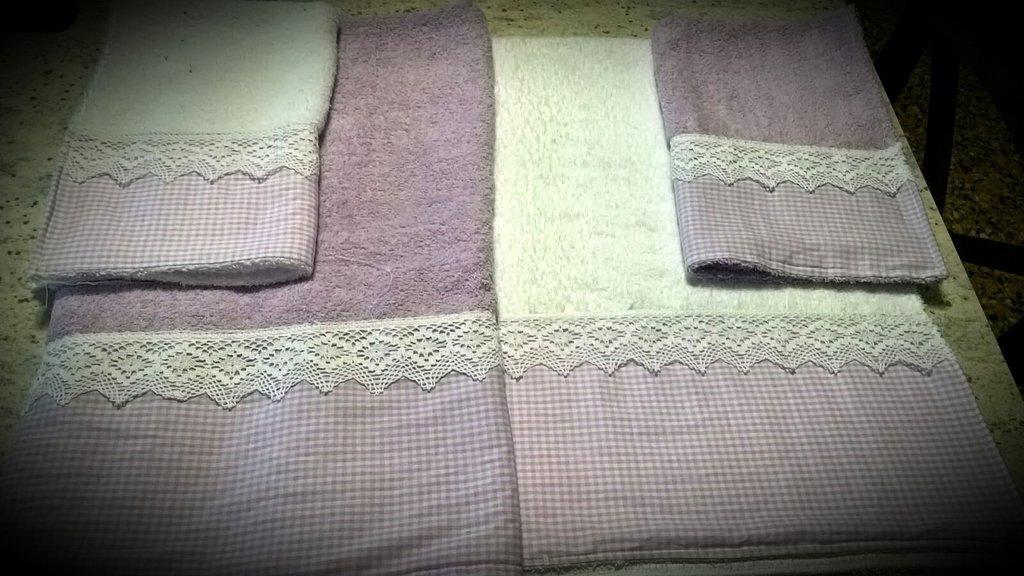 Coppia asciugamani lilla e bianco shabby chic
