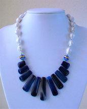 Collana con perle coltivate barocche e ventaglio centrale di Agata blu, 47 cm