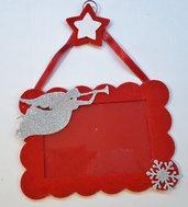Cornice natalizia rossa con angelo