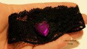 Choker in pizzo elastico nero con strass cuore viola