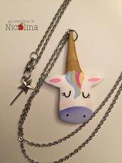 Collana lunga Faccia di Unicorno in cartapesta con ciondoli bacchetta magica in metallo