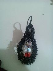 Orecchini  neri rigidi con perline di vetro