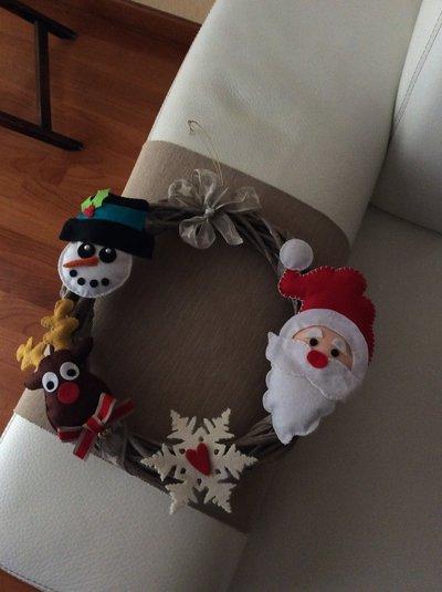 Ghirlanda fuori porta pupazzi pannolenci feste natale - Ghirlanda porta ...