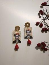 Frida Kahlo orecchini pendenti di carta con perla rossa