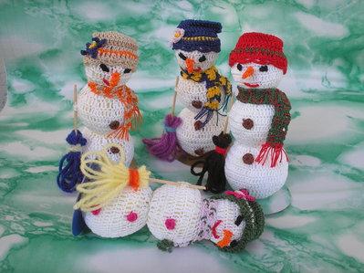 Pupazzo di neve ad uncinetto
