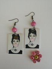 Haudrey Hepburn Orecchini di carta pendenti.