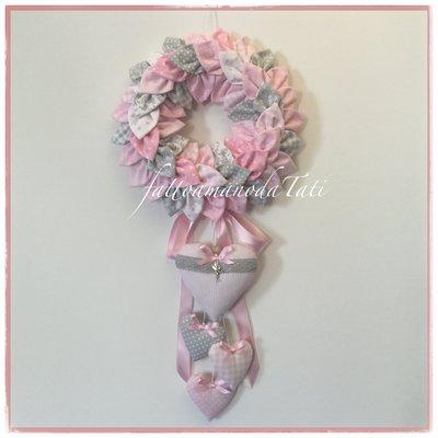 Fiocco nascita petaloso con 4 cuori sui toni del rosa e grigio