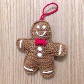 Biscotto di zenzero da appendere all'albero di Natale fatto a mano all'uncinetto