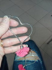 Orecchini a cuore con nappina colorata