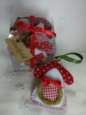 Piccole casette natalizie in pannolenci