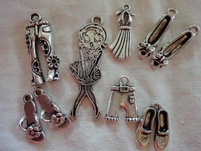 Stasera come mi vesto? Sportiva, naif o elegante?  9 ciondoli in argento tibetano