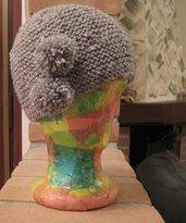 Cappello lana grigio con pompom