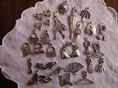 27 Ciondoli Moda tutti diversi in metallo color argento