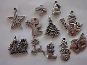 11 Ciondoli Tema Natale tutti diversi in metallo color argento