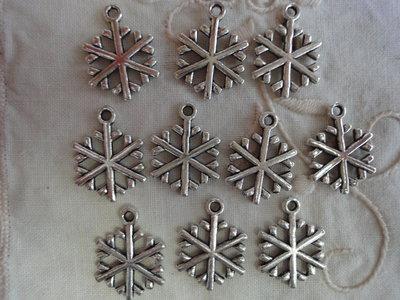 10 Stelle di Natale in Metallo color argento 26x16 mm.