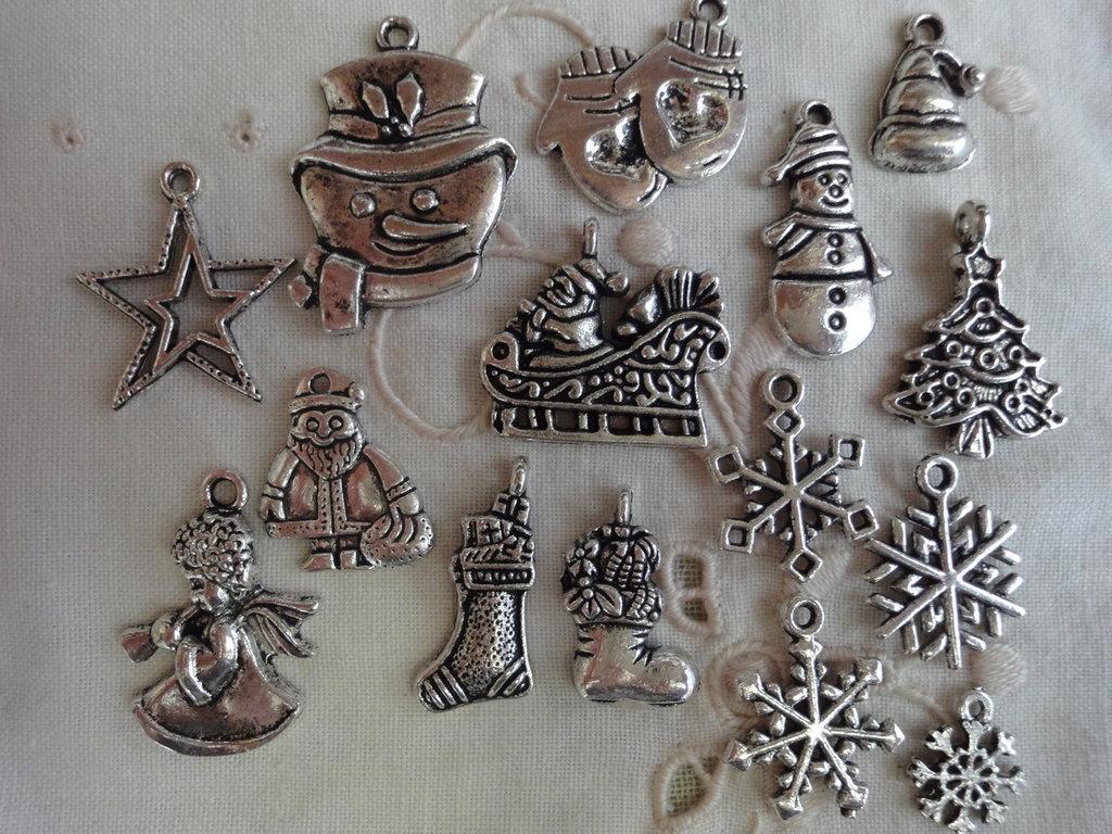 15 Ciondoli di Natale di 15 modelli diversi in Metallo color argento