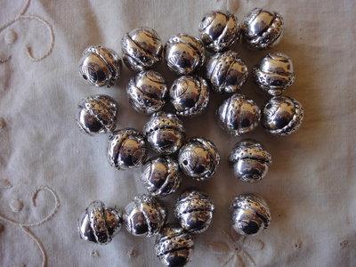 22 Perle Metallo color argento 16 mm.