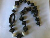 Collana nera e bianco