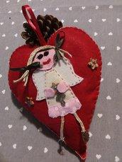 Cuore rosso con angioletto decorazione Natale.