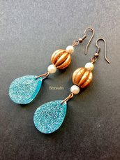 Orecchini Resina Azzurro Ghiaccio Boho Chic Perle di Boemia Rame