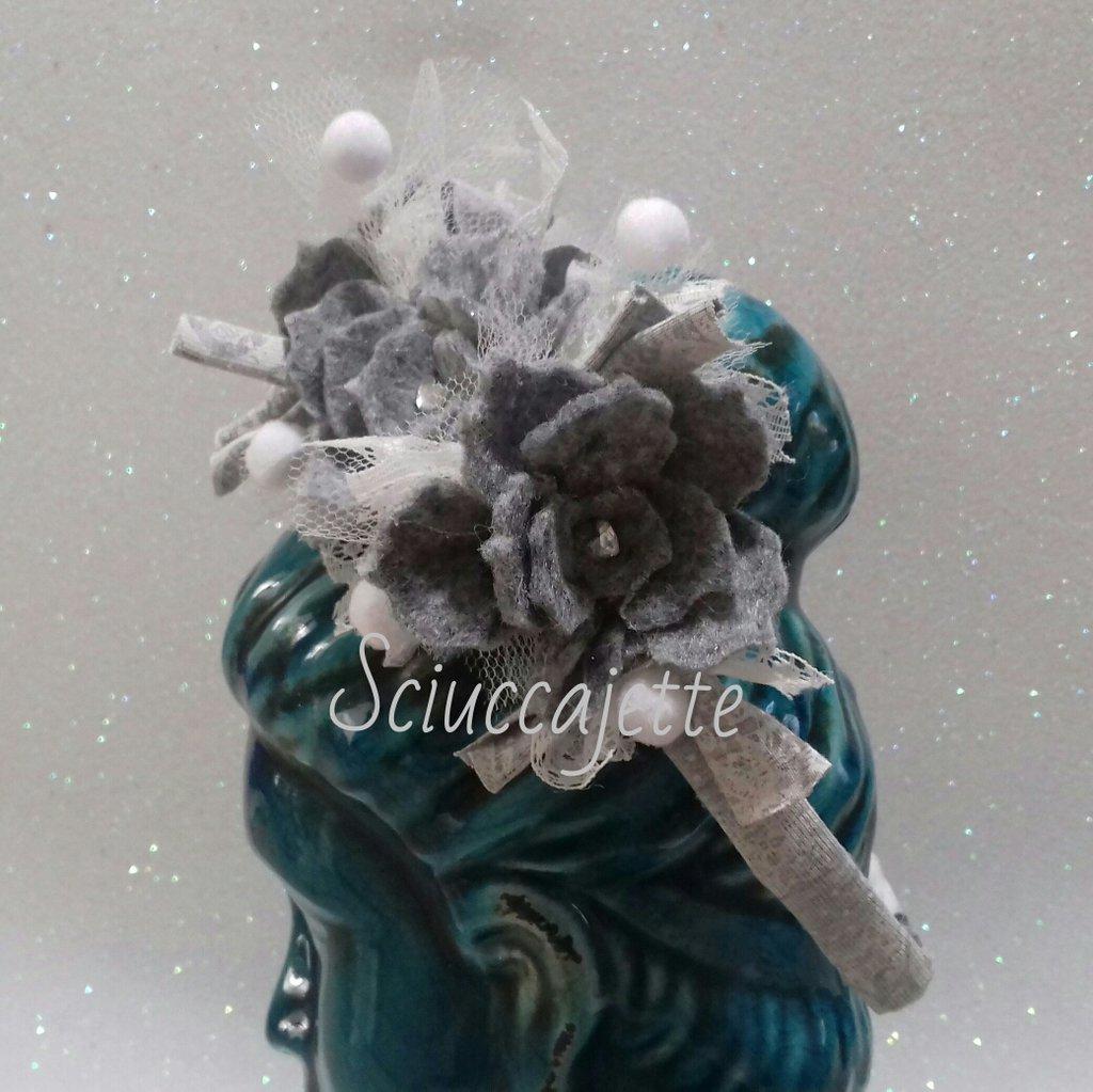 Cerchietto con fiori e pizzi grigio e bianco